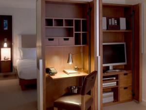 Guest room at Wyndham Midtown 45.
