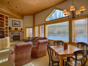 Vacation rental living and dining room at Grand Targhee Resort.