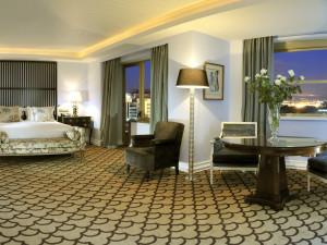 Guest room at Hotel Tivoli Lisboa.