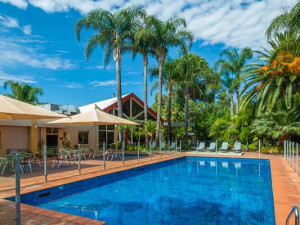 Outdoor pool at Mildura Inlander Resort.