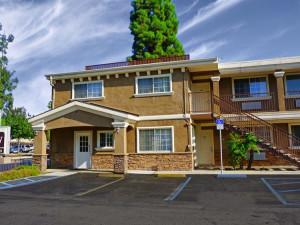 Exterior view of Regency Inn & Suites - Downey.
