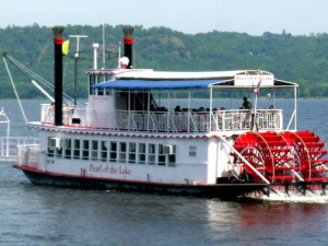 River boat cruises near Eagles on the River Vacation Rentals.