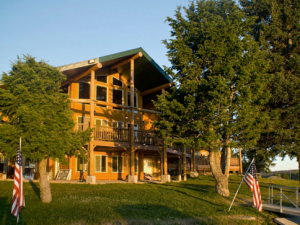 Exterior View of Lakeside Lodge and Resort