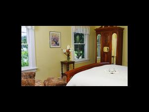 Milt Sherwood room at Bear Flag Inn.