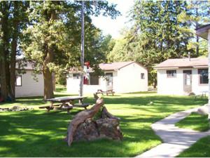 Exterior view of Birchview Resort.