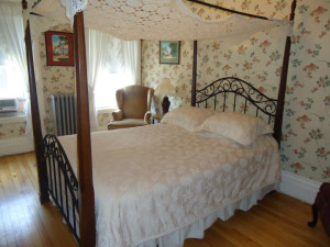 Guest room at Thayers Inn.