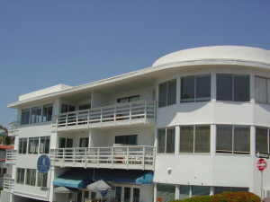 Exterior view of Sea Horse Resort.
