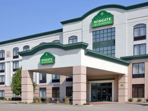 Exterior View of Wingate by Wyndham Cincinnati/Blue Ash