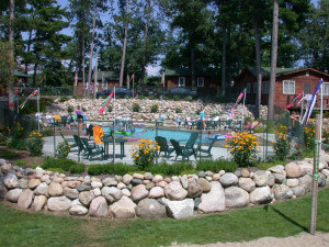 Outdoor pool at Isle O' Dreams Lodge.