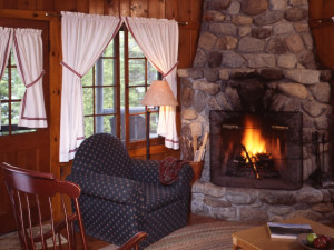 Big Tom Cottage living room at Elk Lake Lodge.