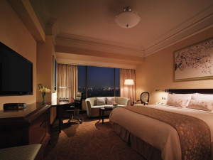 Guest room at Shangri-La Hotel-Wuhan.