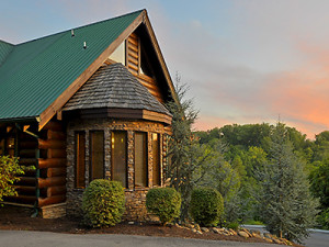 Cabin exterior at Dollywood Cabins.