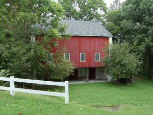 Exterior view of Snug Hollow Farm B & B.