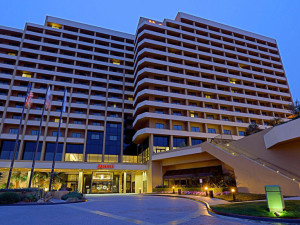 Exterior view of San Diego Marriott La Jolla.