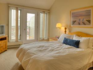 Guest Room at Muskoka Grandview