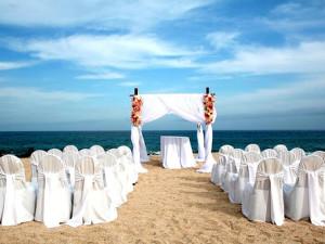 Outdoor wedding at Hilton Los Cabos Resort.