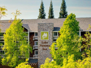 Exterior view of Lake Natoma Inn.