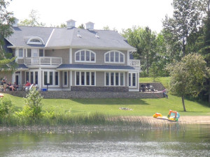 Exterior view of BlueWater Lodge.