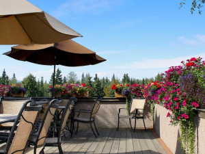 Outdoor patio at Sophie Station Suites.
