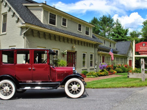 Exterior view of Brass Lantern Inn Bed and Breakfast.