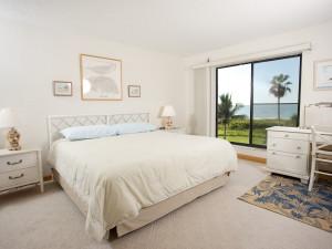 Guest room at Pelicans Roost Condominiums.