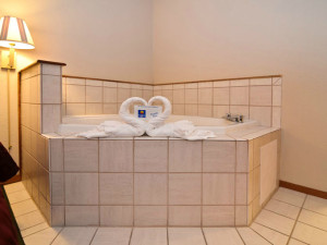 Whirlpool Suite at Comfort Inn West