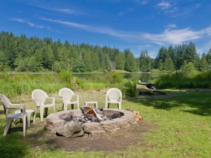 Rental fire pit at Luxury Getaways.