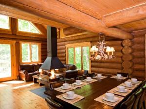 Cabin dining room at Tremblant VIP Lodging.