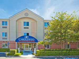 Exterior view of Candlewood Suites Orange County/Irvine East.