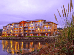 Exterior view of Oxford Suites Silverdale.
