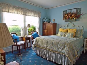 Guest bedroom at Shady Oaks Inn.