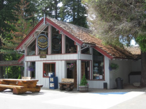 Exterior view of Whistlin' Jack Lodge.