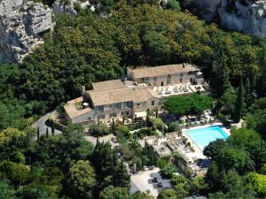 Aerial view of Oustau de BauManiere.