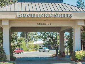 Exterior view of Bend Inn & Suites.