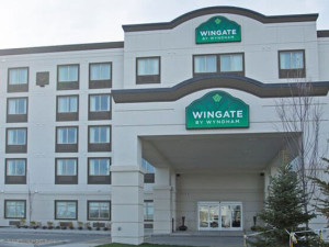 Exterior View of Wingate By Wyndham Calgary Airport