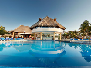 Outdoor pool at Viva Wyndham Maya.