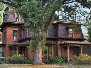 Exterior view of Rosewood Bed & Breakfast Inn.