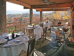 Outside Dining at The Lodge at Buckberry Creek