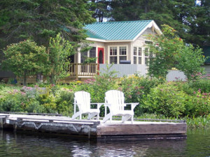 Lakeside Lounging at Woodland Echoes Cottage Resort