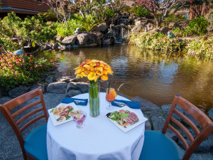 Outdoor dining at Best Western Seacliff Inn.