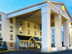 Exterior View of Comfort Inn St. Louis - Westport