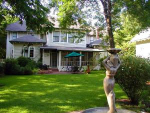 Exterior view of San Gabriel House B & B.