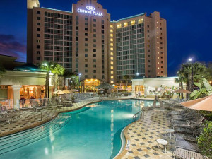 Outdoor Swimming Pool at Crowne Plaza Orlando Universal Hotel