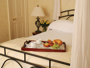 Breakfast in bed at Moffat Inn.