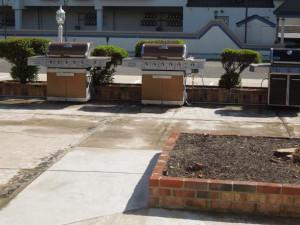 Patio view of Diamond Crest Motel.