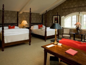 Two Queens Room at the Inns of Aurora.
