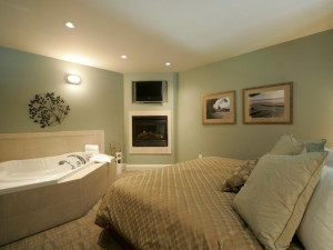 Jacuzzi Bedroom at Old House Village Hotel and Spa