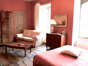 Guest room at Château du Pont d'Oye.