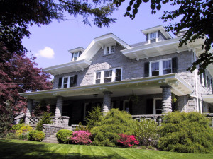 Exterior view of Kennett House Bed & Breakfast.