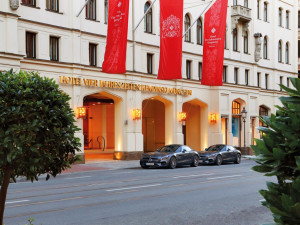 Exterior view of Kempinski Hotel Vier Jahreszeiten München.